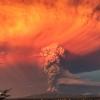 Пепел поднимается над вулканом Кальбуко в Андах. Вид из чилийского города Пуэрто-Монт, 22 апреля.