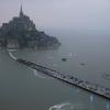 Остров-крепость Мон-Сен-Мишель с высоты птичьего полета. Северо-западное побережье Франции, 20 марта.