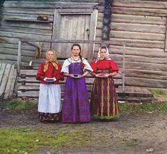 Крестьянские девушки